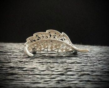 filigrana abierta - broche en forma de hoja en plata